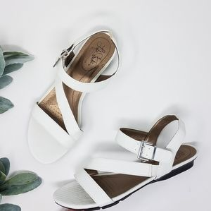 LIFE STRIDE White Strappy ENCHANT 2 Sandals 8.5